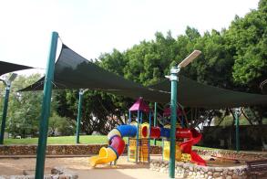 עמוד תאורה סולארי - גן ילדים